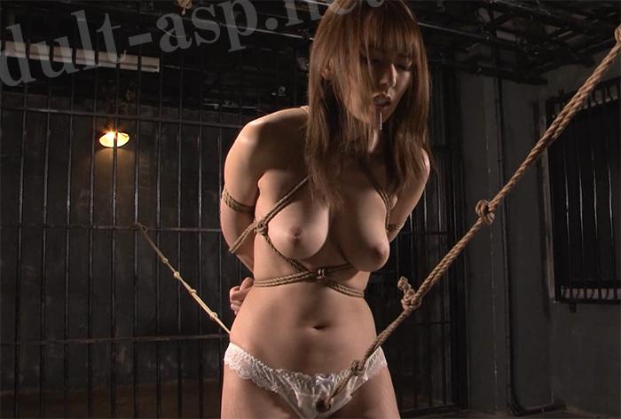 【動画あり】お姉さんをロープで緊縛し、張った縄を股間に食い込ませて調教 股縄で悶える極上の女たちに興奮する