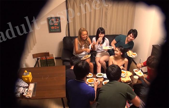 【動画あり】素人男女8人が住むシェアハウスを盗撮 ところ構わず始める性行為がエロすぎる